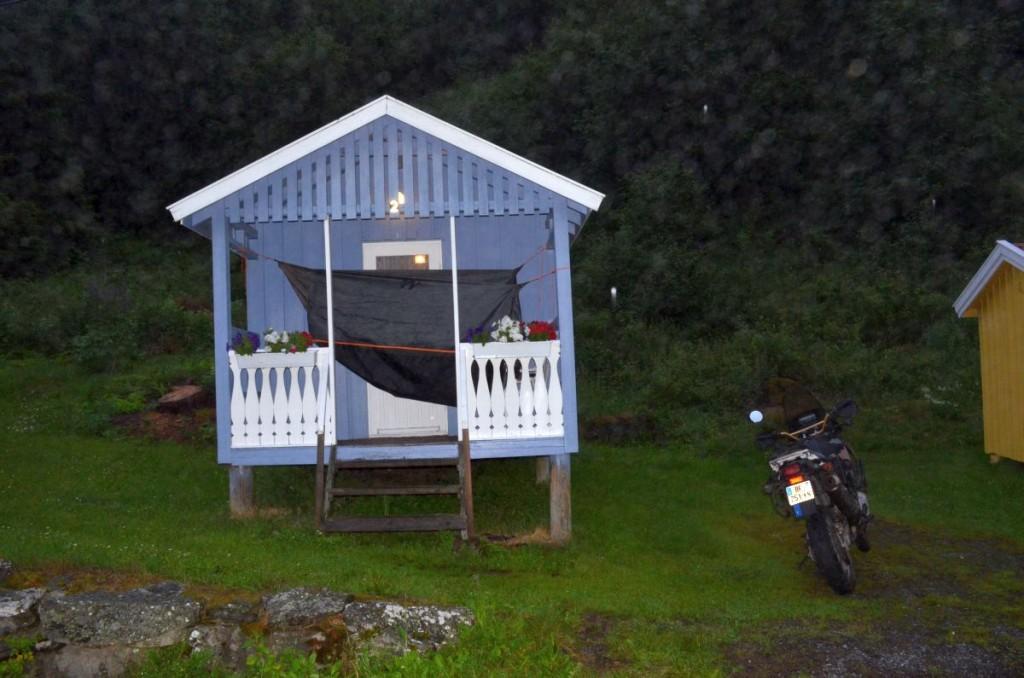 Camp de manouche norvégien (authentique) avec la tente qui sèche devant