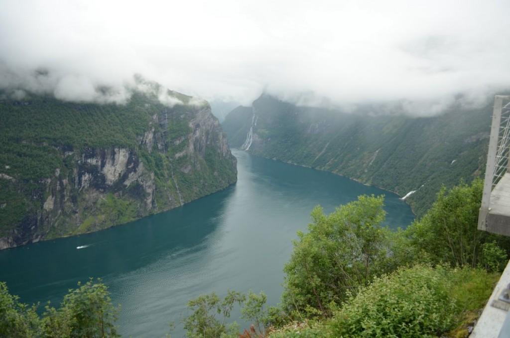 Voilà !!! ça c'est un fjord !! sans les nuages ça serait mieux