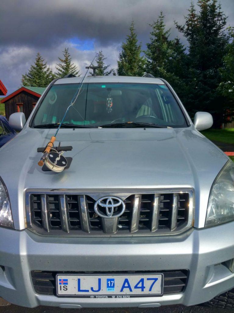 Un porte canne à pêche pour voiture